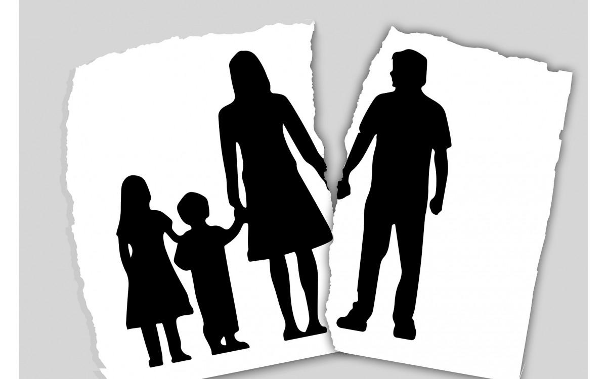 A szülők válása is okozhat bepisilést